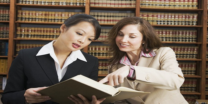 4 Tips to Help You Get Into Law School