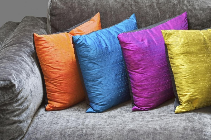 How To Clean The Pillows At Home