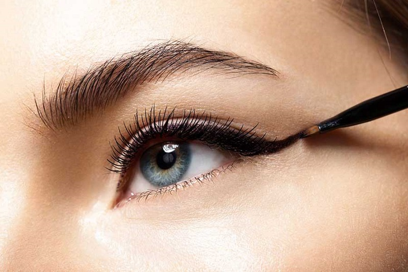 How to make up almond eyes